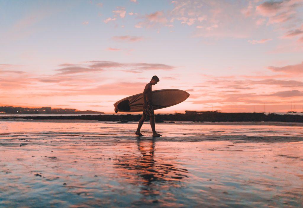 surf sur la plage